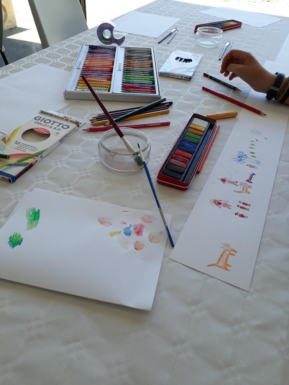 Quelques notes de musique jouaient aux crayons et à l'aquarelle (1)